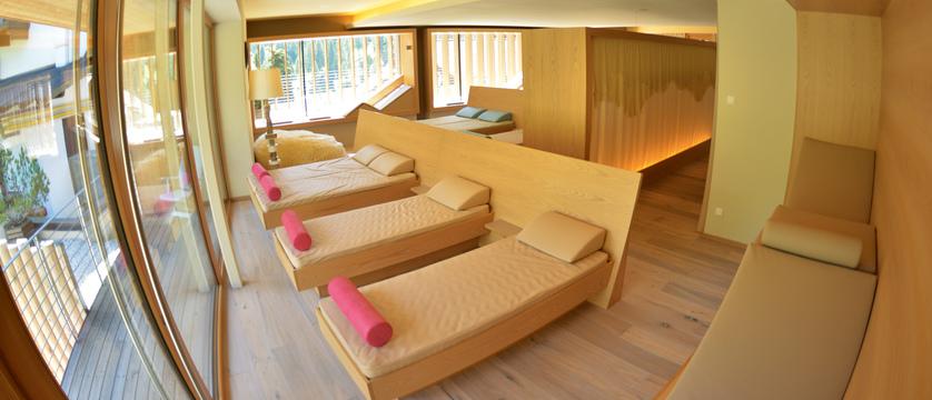Italy_San-cassiano_hotel_diamant_wellness_area.jpg